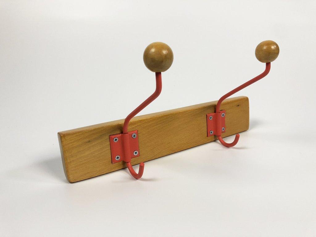 Kuličkový věšák pinie / červené věšáky