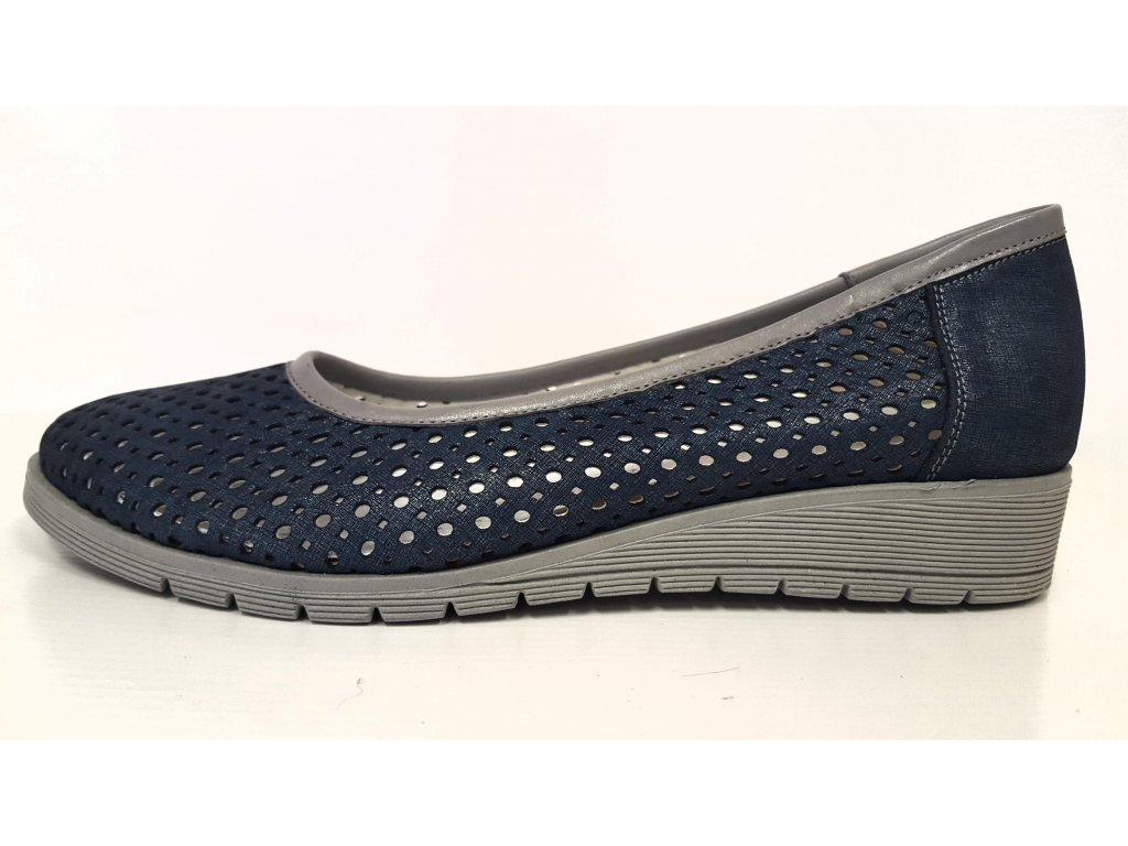Dámské kožené modré děrované vycházkové boty na nízkém klínku HUJO EW P84
