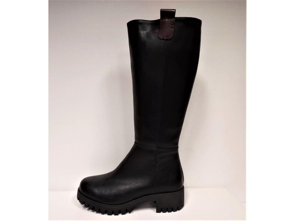 Dámská velmi teplá obuv - černé kožené zimní kozačky na podpatku HUJO J002