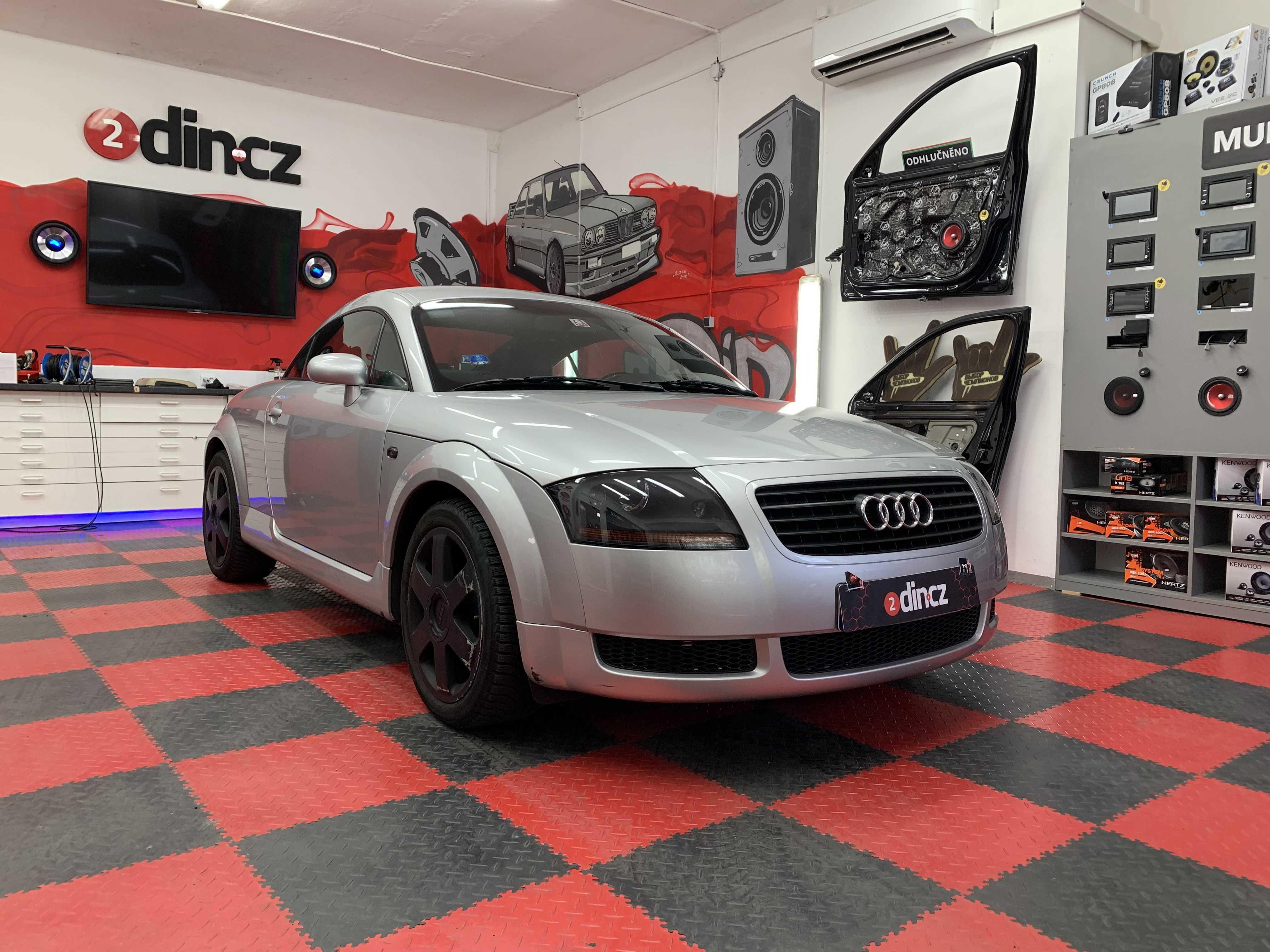 Audi TT - odhlučnění předních dveří a montáž reproduktorů