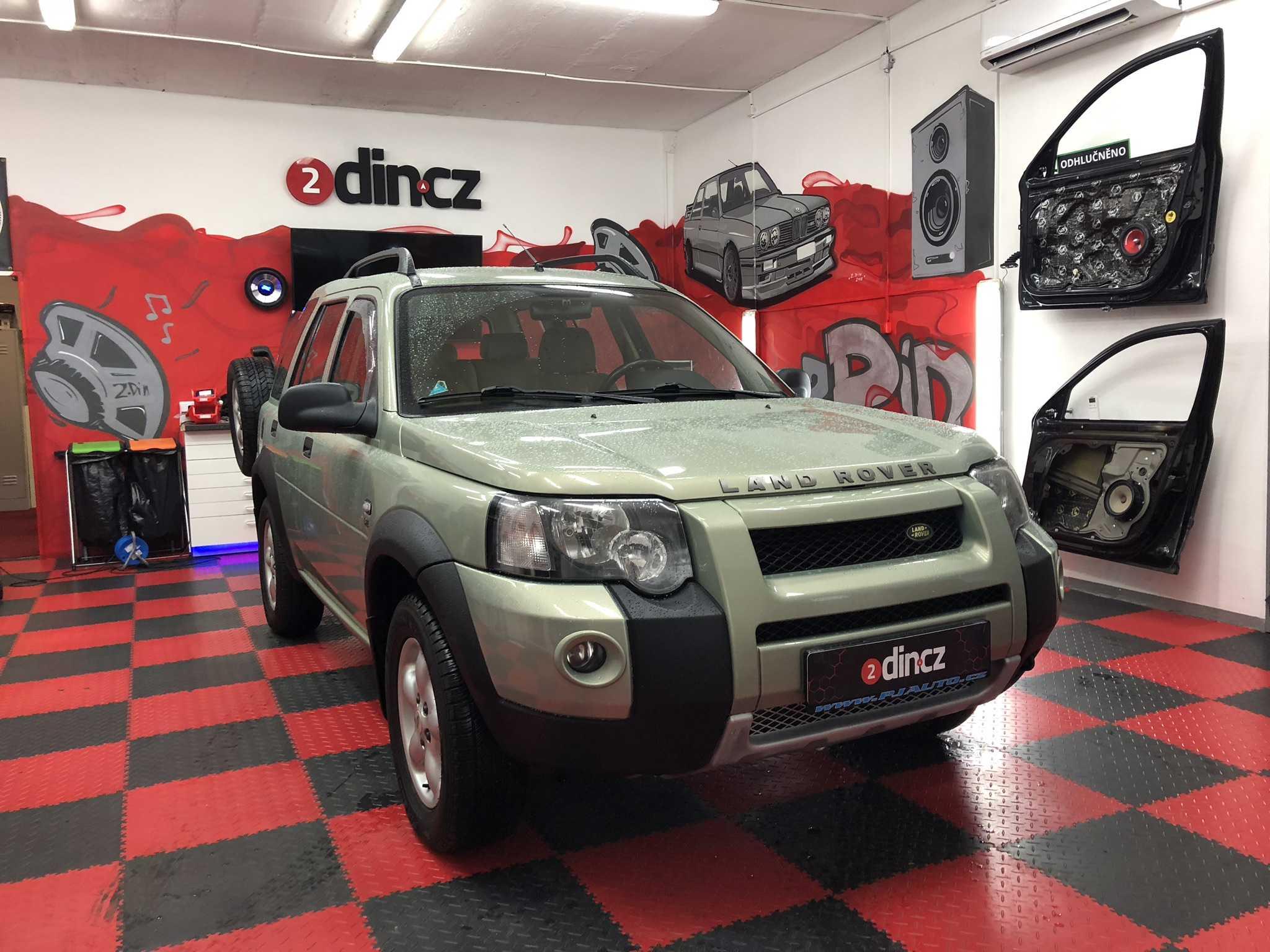 Land Rover Freelander - Montáž 2din autorádia a couvací kamery
