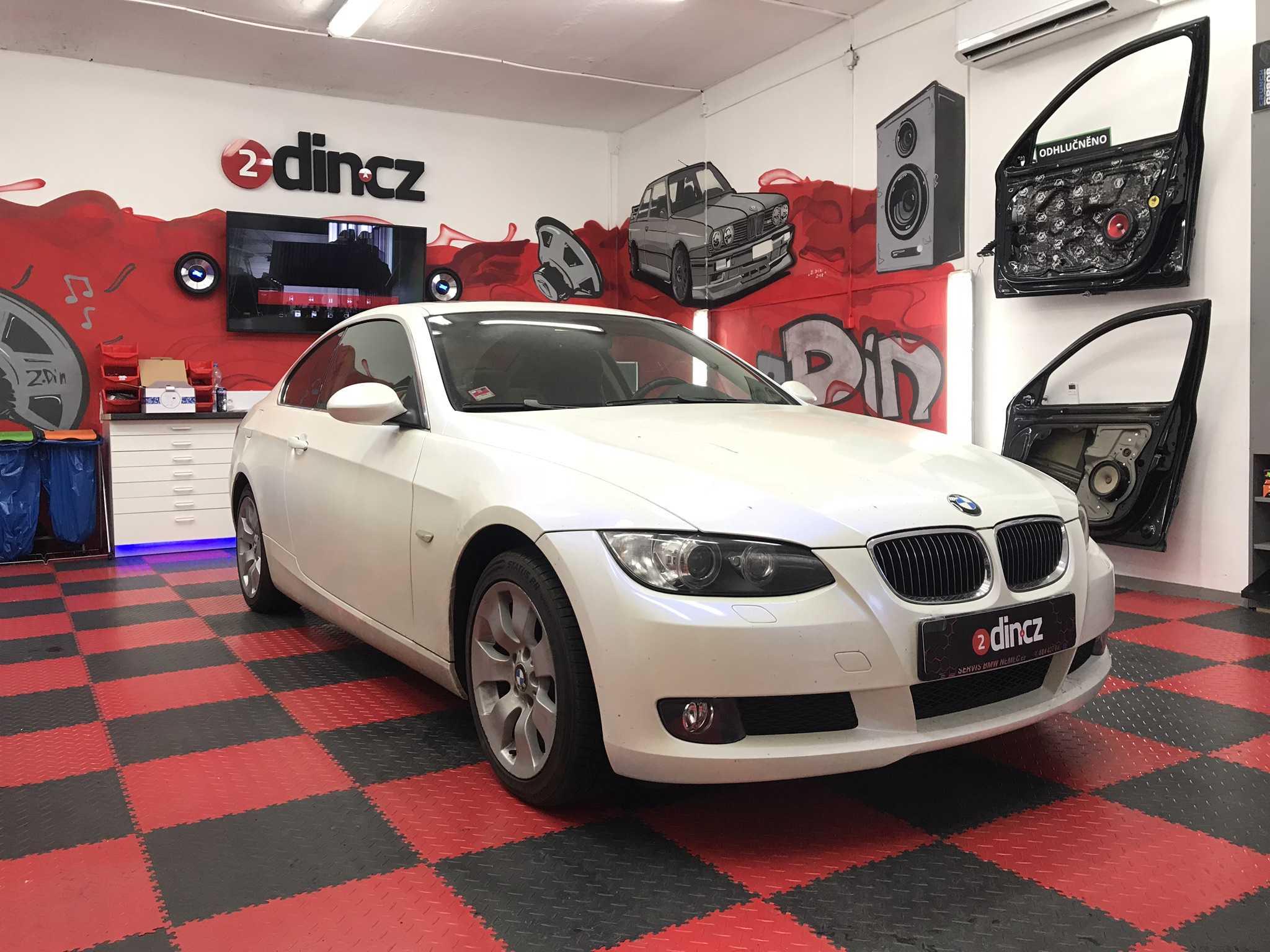 BMW e92 - Výměna autorádia, montáž kamery a Apple CarPlay
