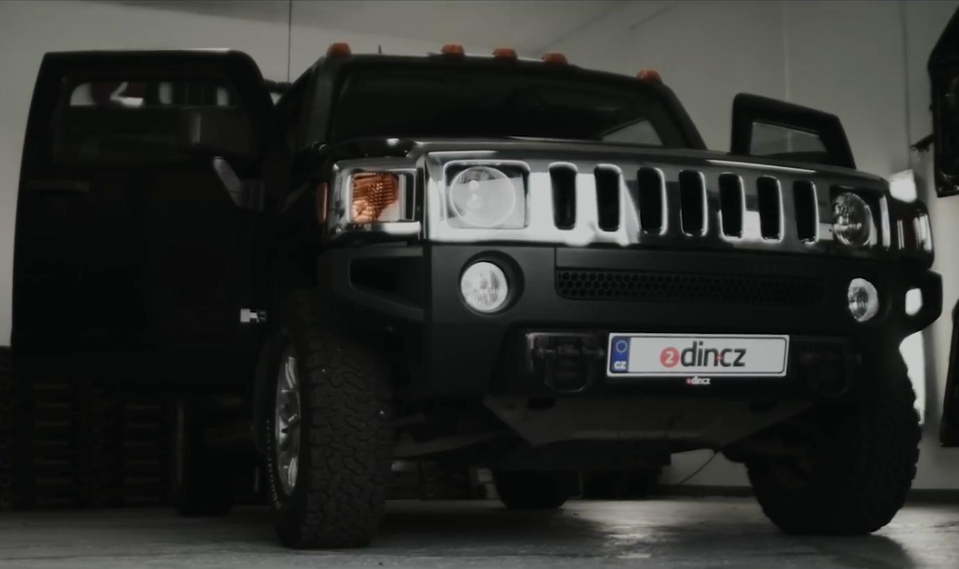 Hummer H3 - Montáž autorádia, kamery, ozvučení a odhlučnění.