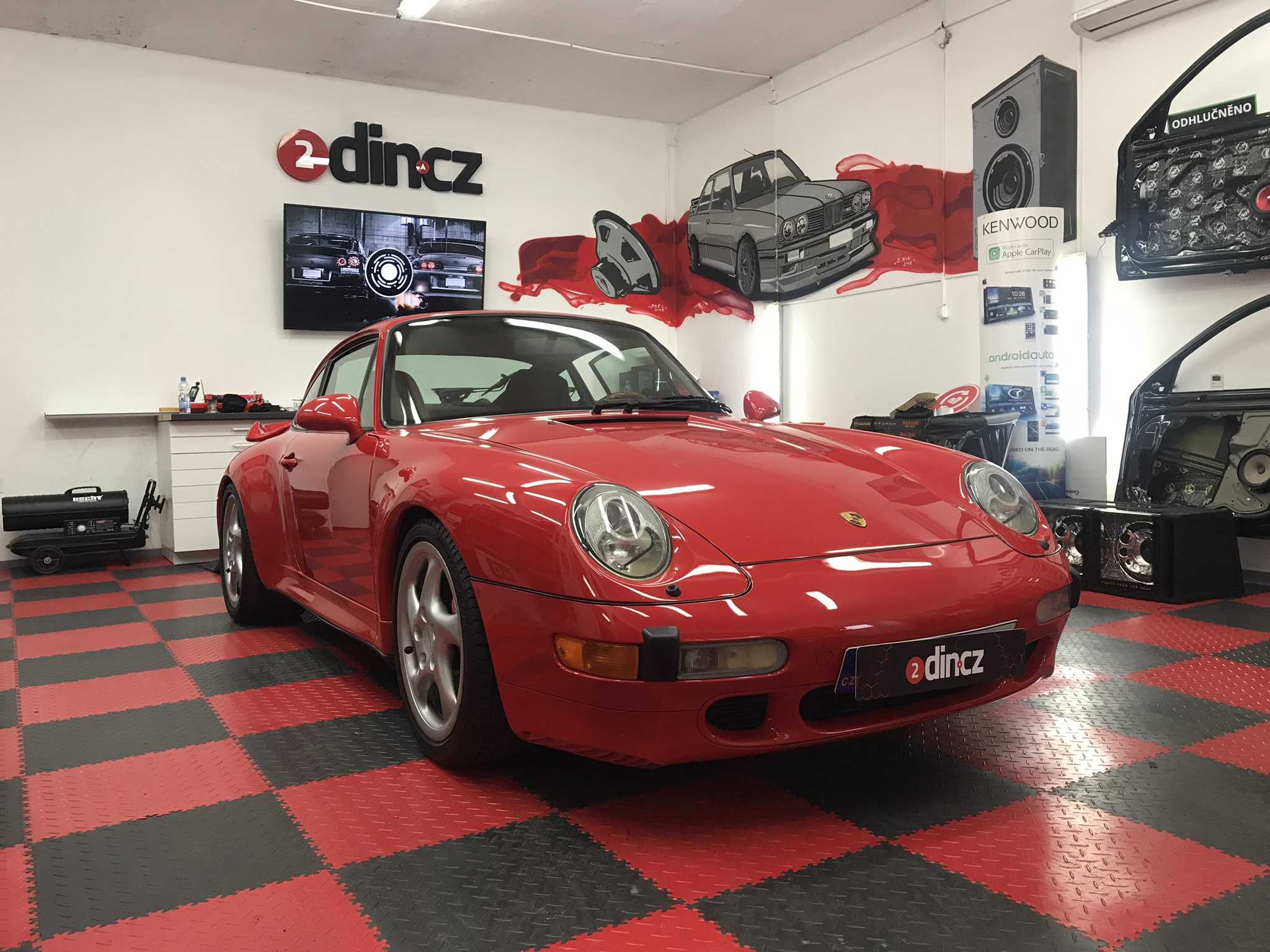 Porsche 993 Turbo - Montáž zesilovačů