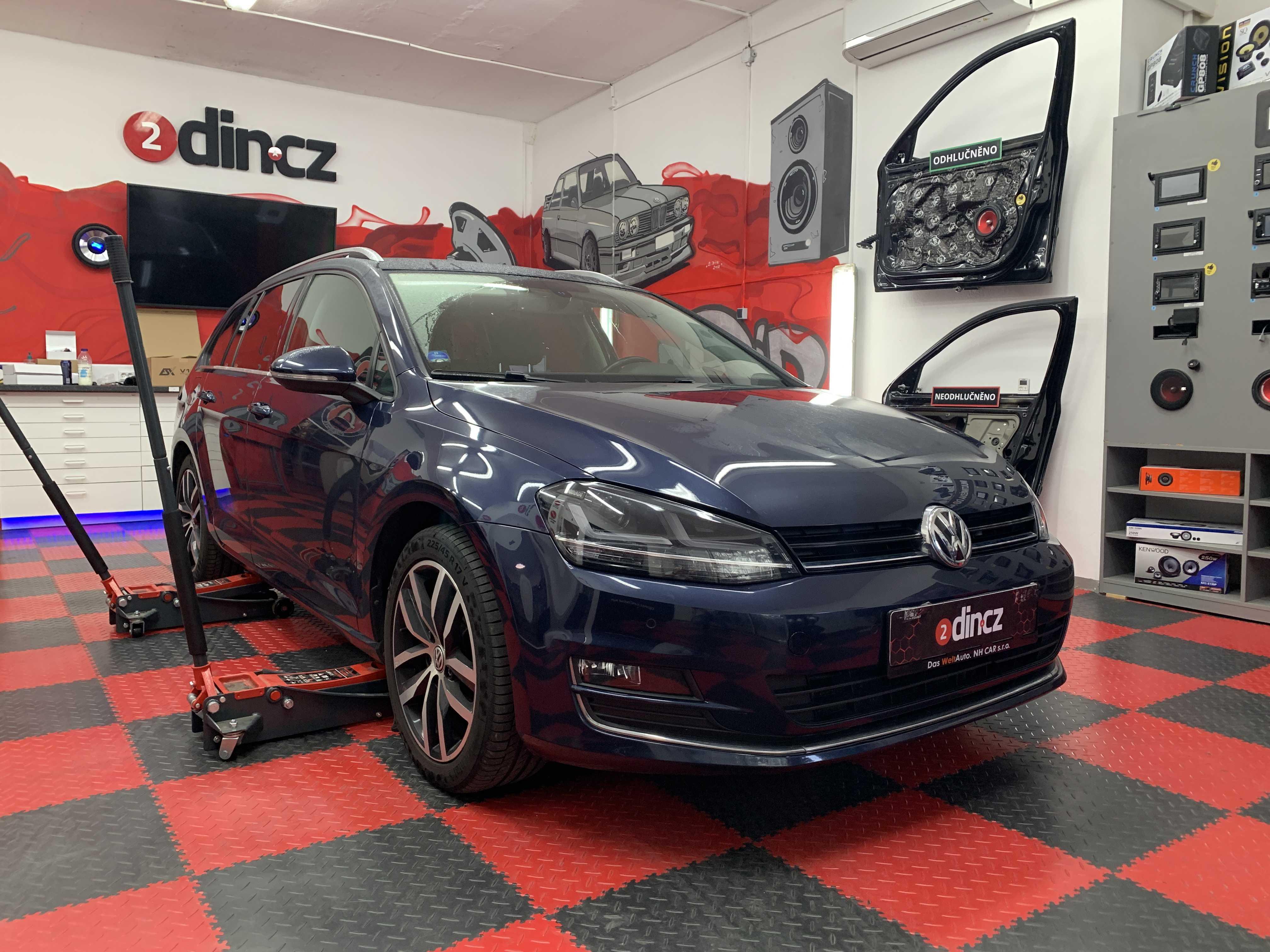 VW Golf VII - Odhlučnění a montáž couvací kamery