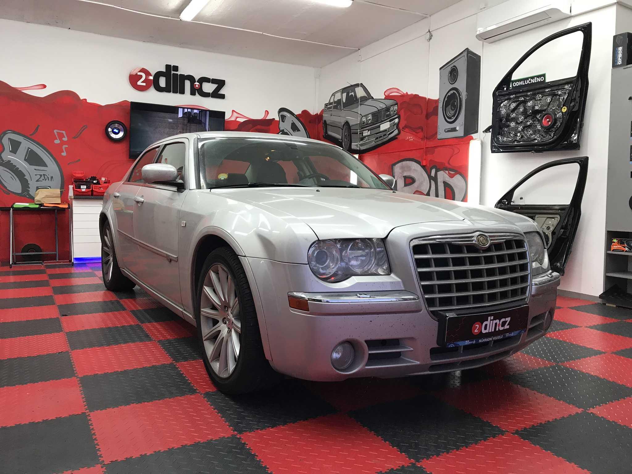 Chrysler 300C - Montáž 2din autorádia, couvací kamery a zprovoznění zvuku