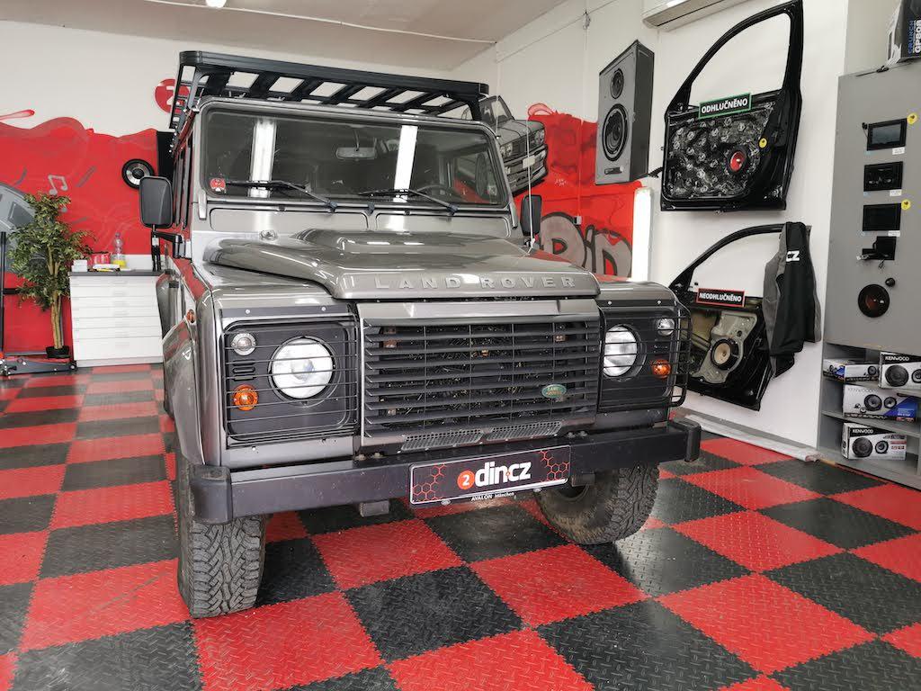 Land Rover Defender - Montáž aktivního subwooferu