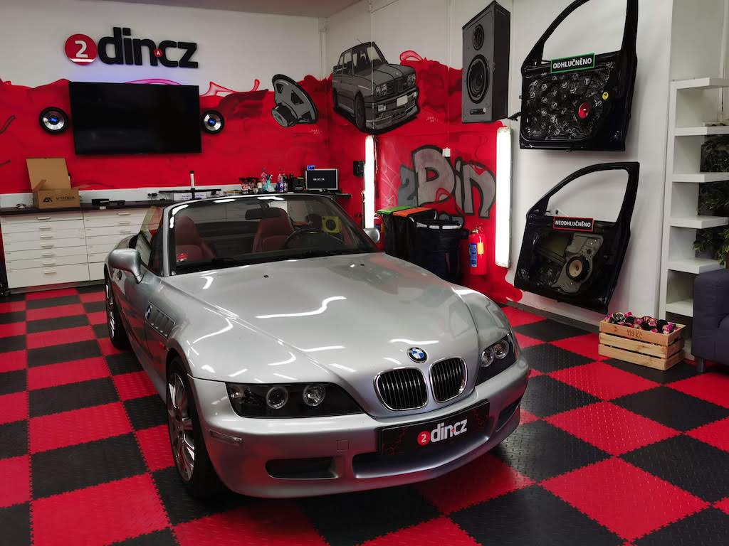 BMW Z3 - Výměna reproduktorů a autorádia