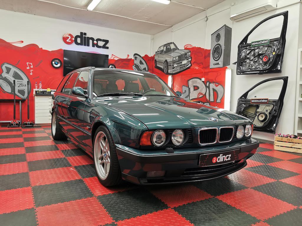 BMW M5 e34 - Výměna autorádia za dobové
