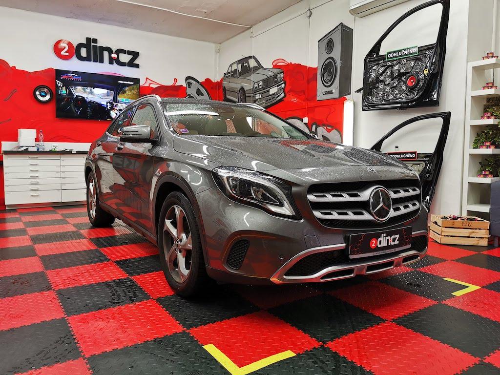Mercedes-benz GLA - Rozšíření o Carplay a Android auto vč couvací kamery