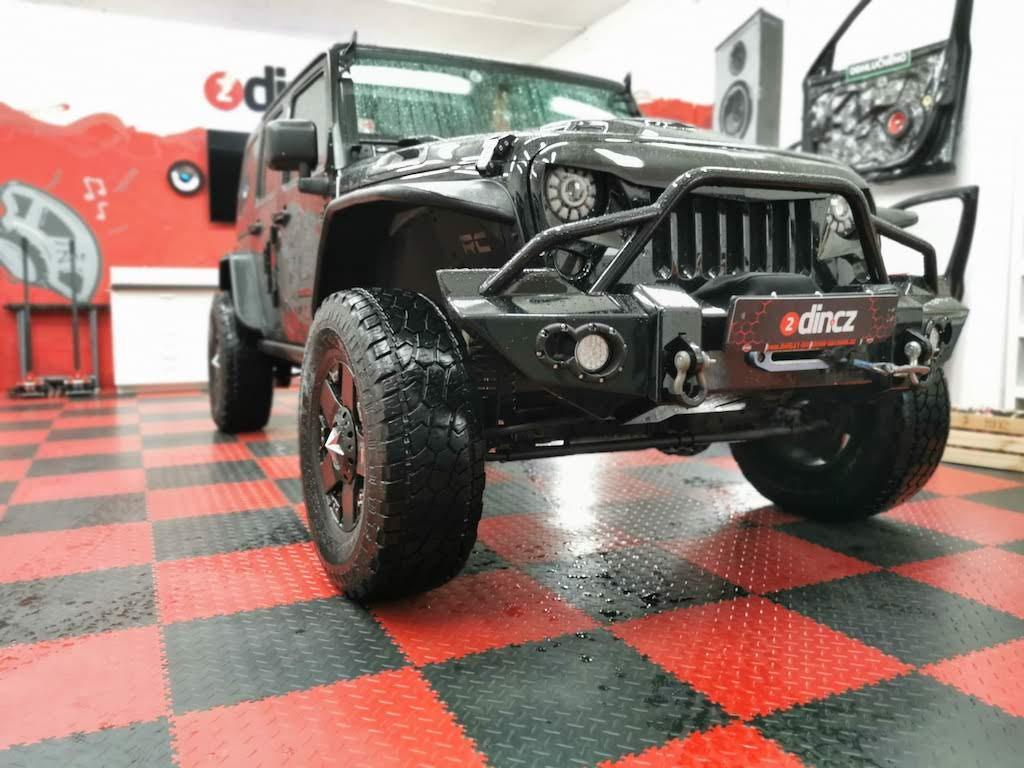 Jeep Wrangler - Montáž DVBT2 tuneru