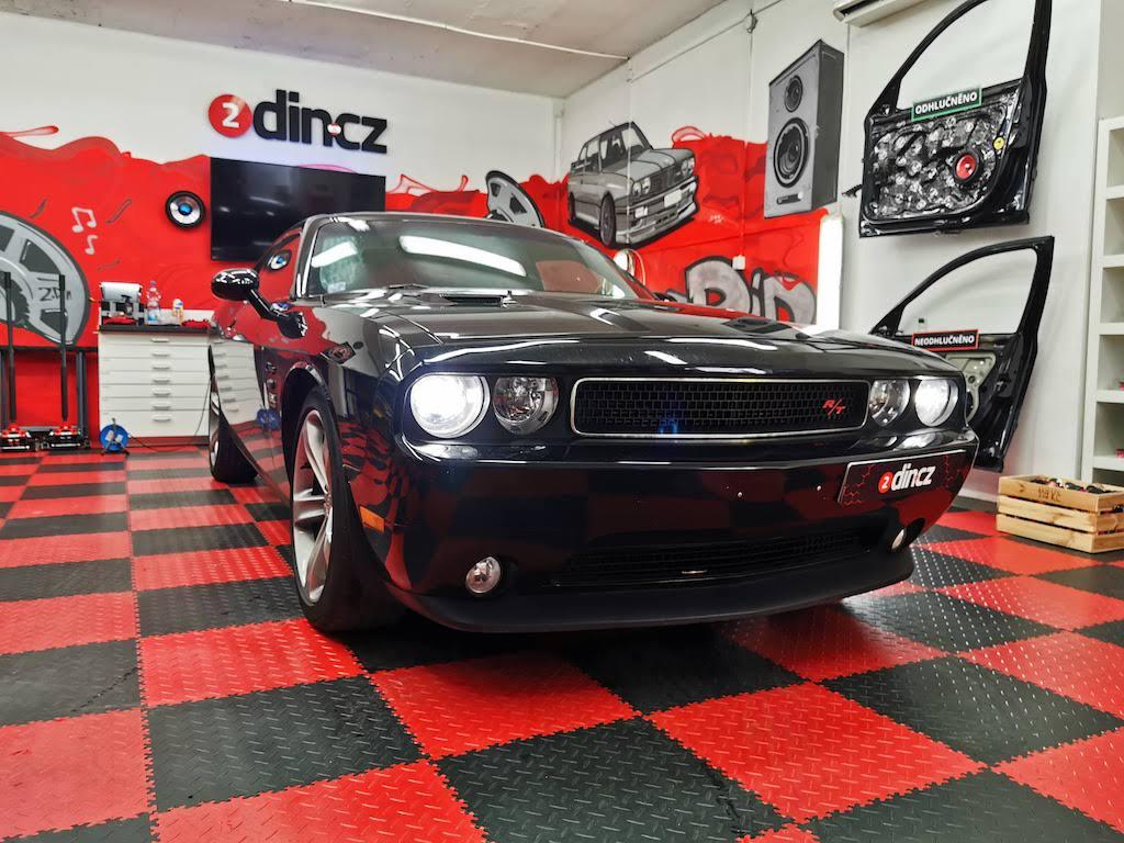 Dodge Challenger - montáž 2din autorádia s carplay