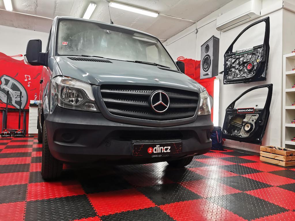 Mercedes-Benz Vito - Výměna reprodutkorů a montáž autorádia