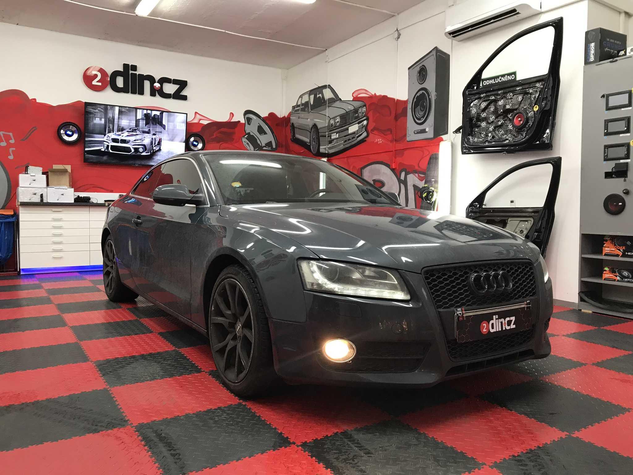 Audi A5 - Montáž subwooferu a reproduktorů
