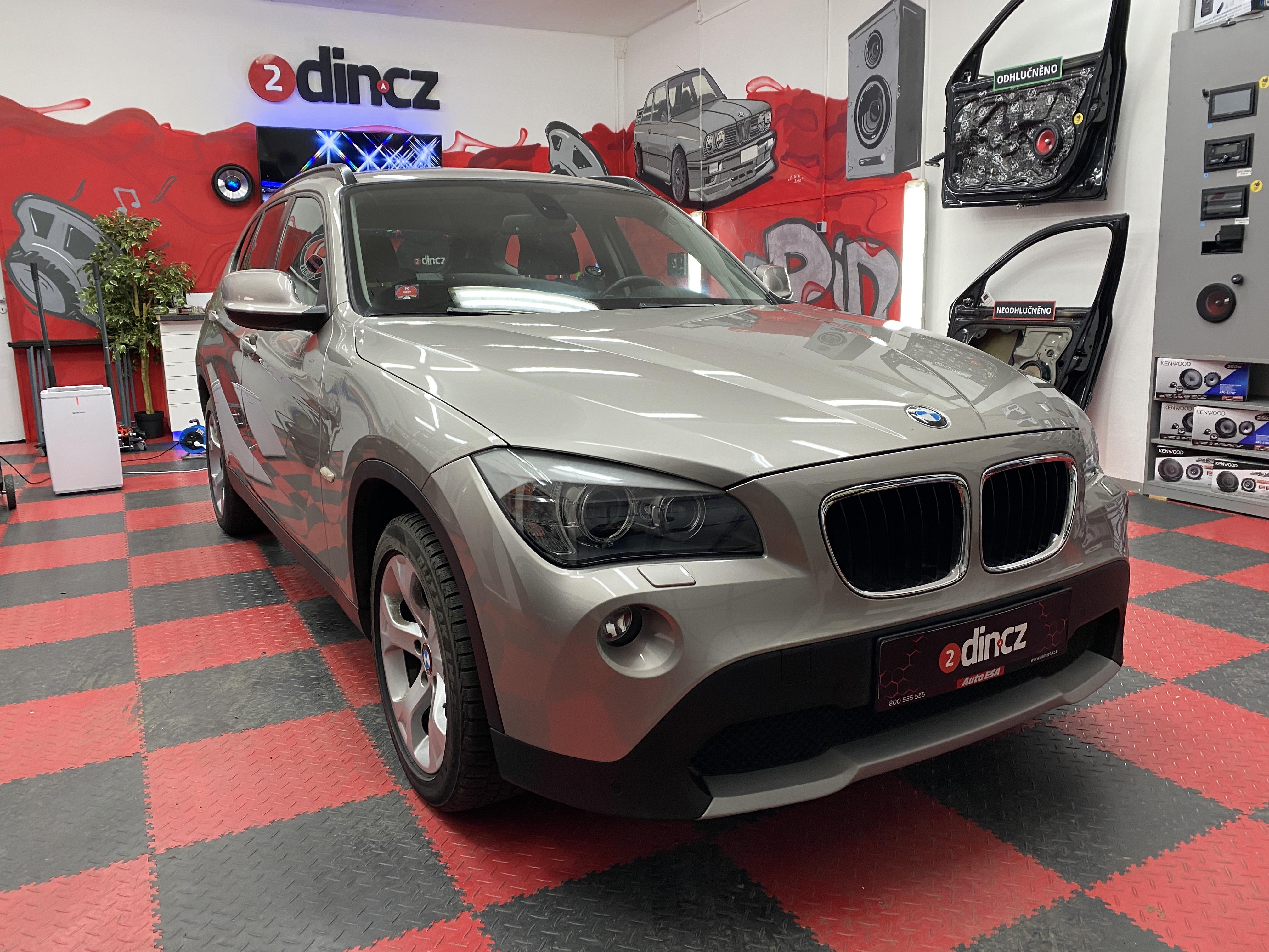 BMW X1 - Autorádio s CarPlay
