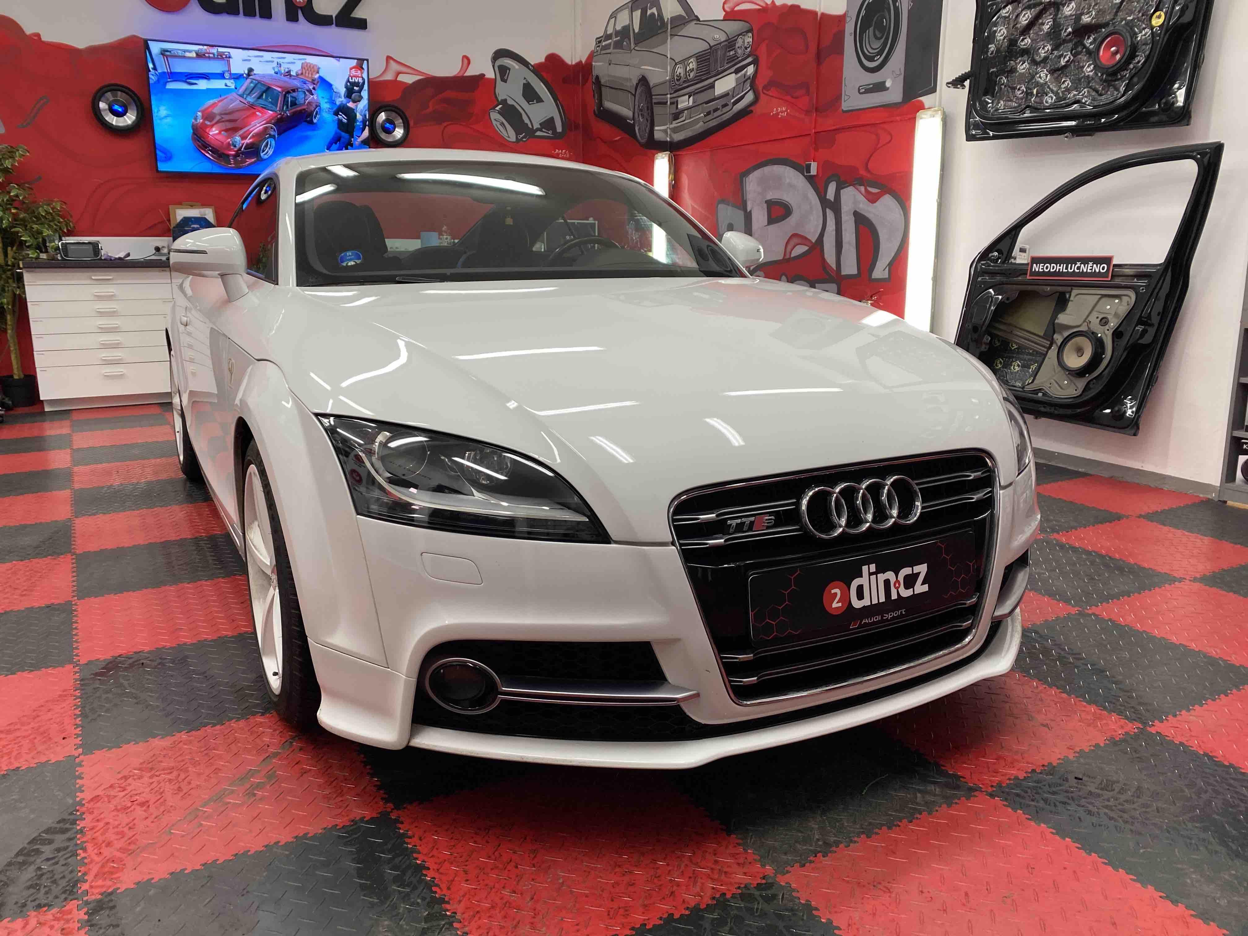 Audi TT - Montáž aktivího subwooferu a reproduktorů