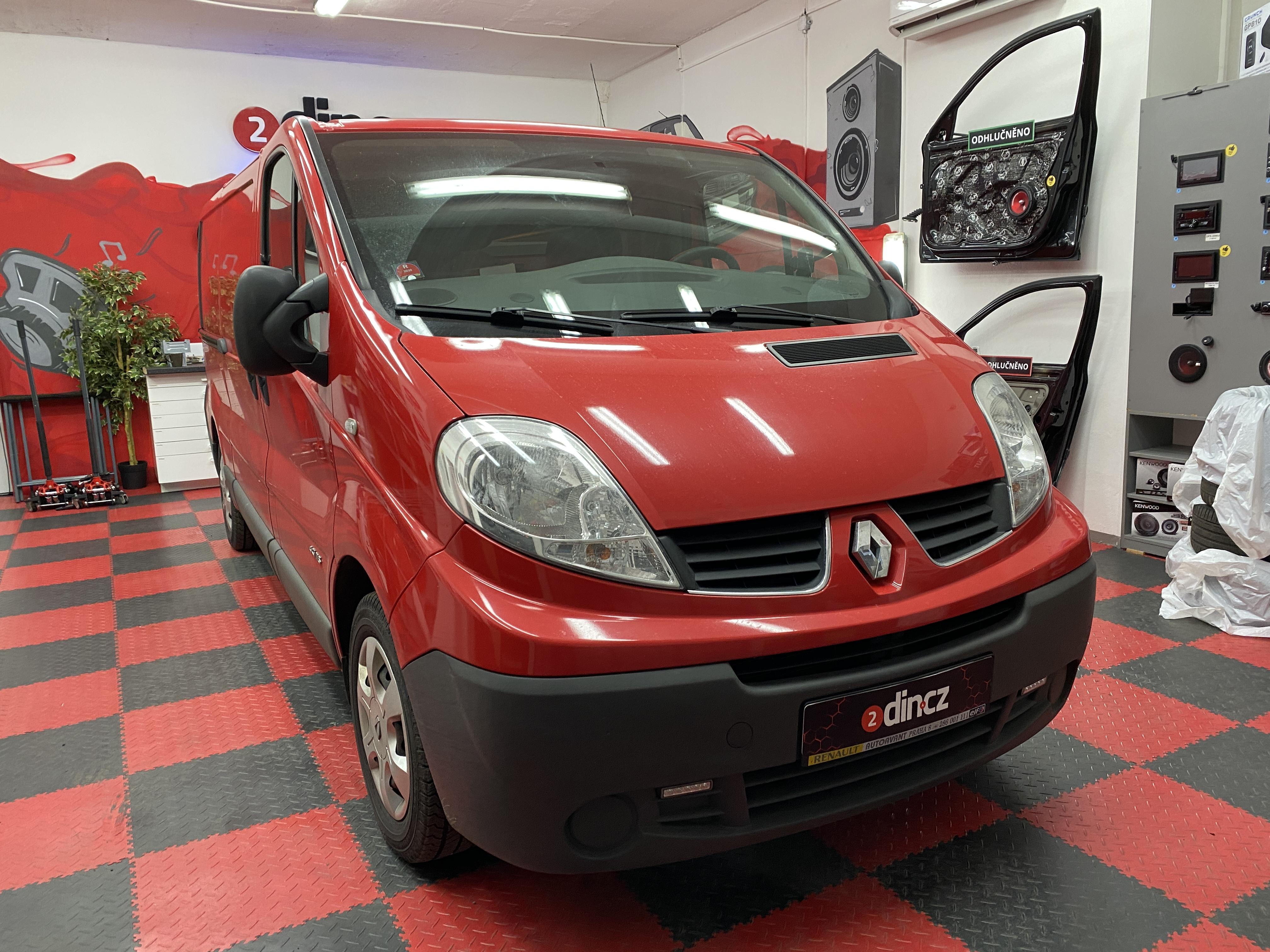 Renault Trafic - Výměna autorádia a montáž couvací kamery do 3. brzd. světla