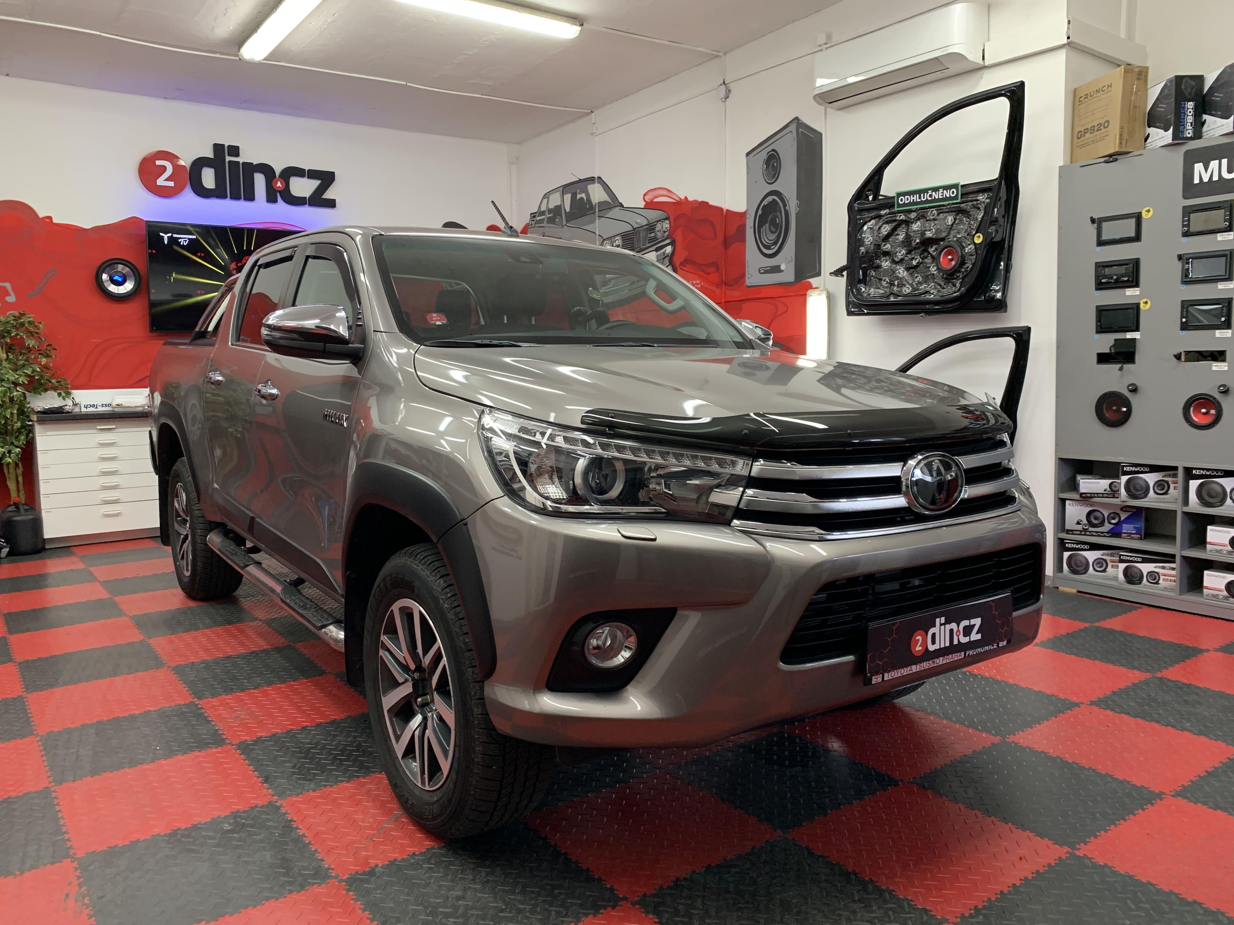 Toyota Hilux - Výměna reproduktorů