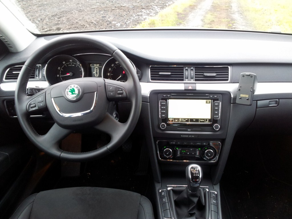 Co je potřeba k instalaci autorádia do Škoda Superb II ?