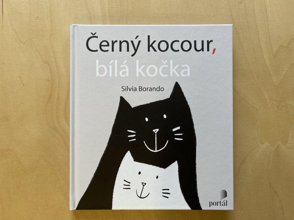 Černý koucour, bílá kočka