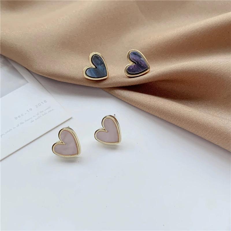 sweet-acrylic-heart-stud-earrings-delica_main-1