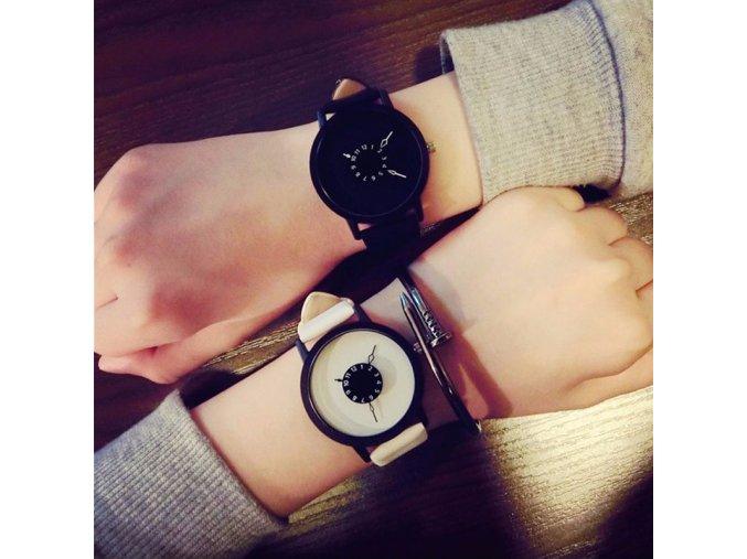 Stylové černobílé hodinky