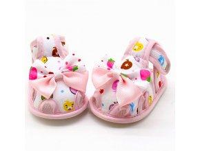 První dětské botičky růžové