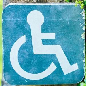 Neberte správné kotvení invalidního vozíku v autě na lehkou váhu