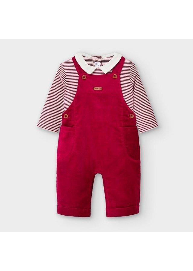 Kalhoty s laclem a tričko, Maroon