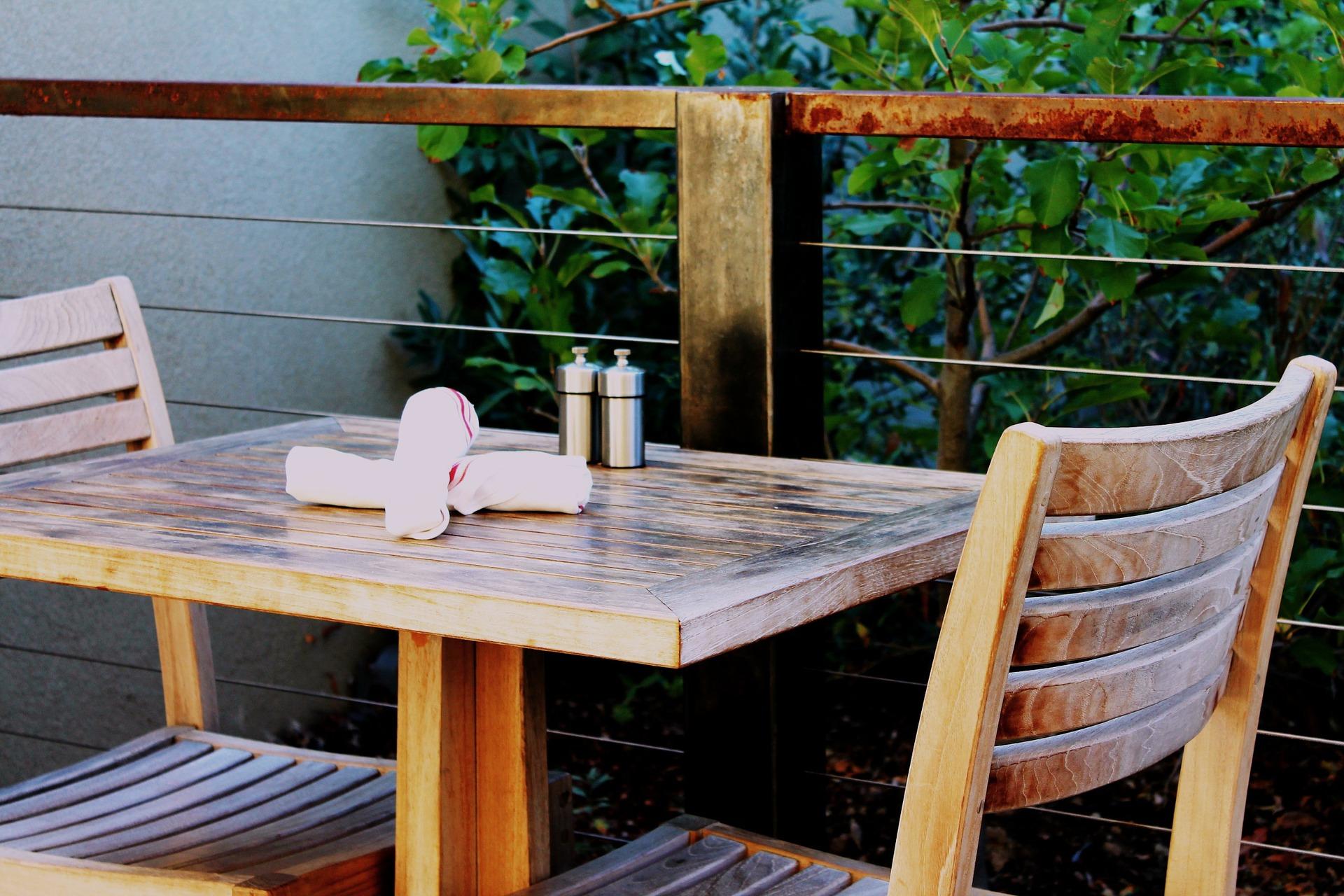 patio-table-1397535_1920