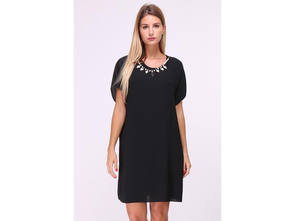 Lehké volné šaty s aplikací náhrdelníku kolem krku