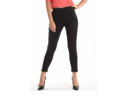 Strečové džíny černébez zipu, na gumu v pase, sedí každé postavě