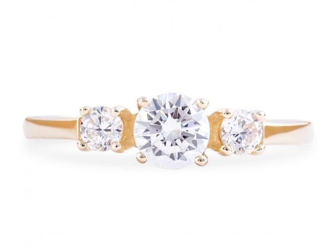 Zlatý prstýnek s trojicí briliantů Moissanite
