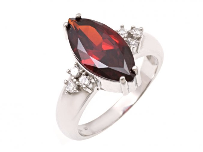 Stříbrný prstýnek s červeným kamínkem