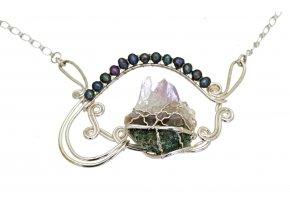 Ametyst a říční perly v náhrdelníku