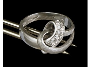 Prstýnek z bílého zlata s přírodními diamanty