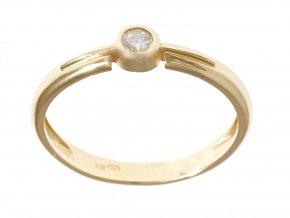 Zlatý prstýnek s vyrobeným briliantem