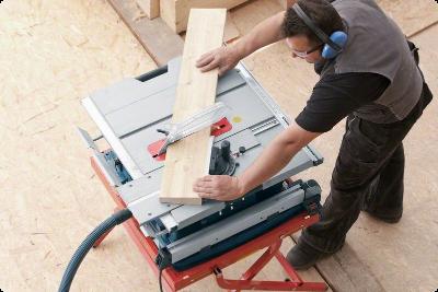 Stolní okružní pila Bosch model GTS 10 XC