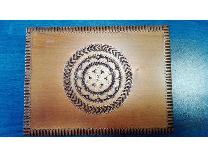 Dřevěná krabička na karty