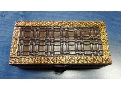 Dřevěná krabička s dekorovaným plechem