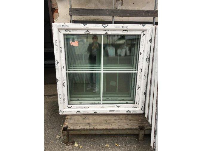 okno 120x120 mřížka
