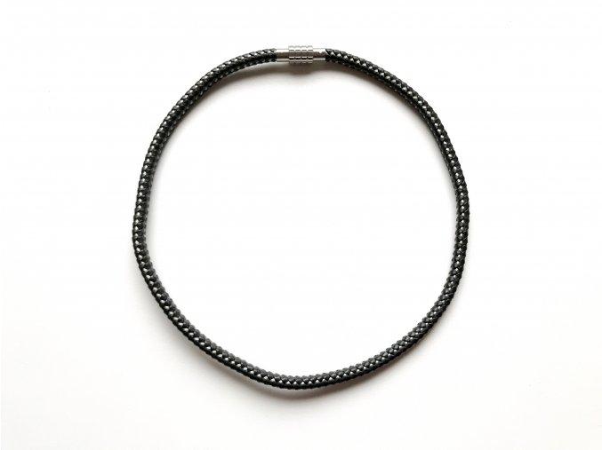 Černý kožený pletený náhrdelník protkaný ocelovými drátky