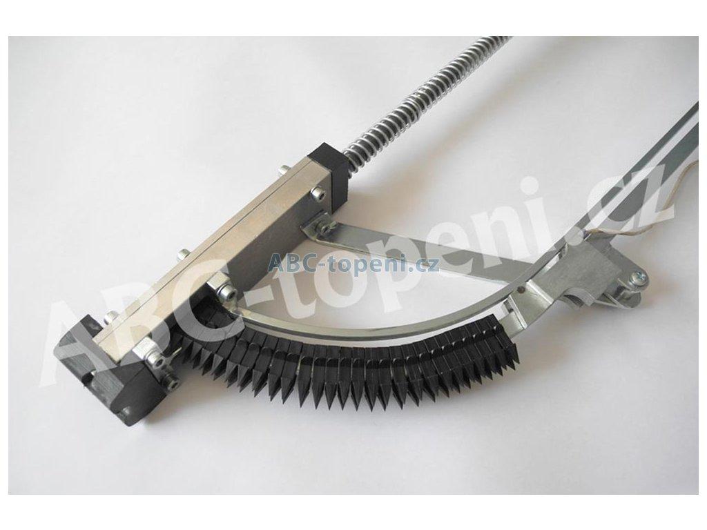 6809 fenix montazni hul pro zarazeni prichytek kabelu na podlahovou izolaci