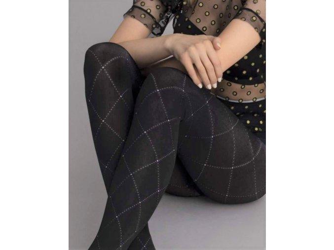 Čierne pančuchy s bielym mriežkovým vzorom Liberty, 80 Den, Teplé, nepriehľadné pančuchy v čiernej farbe. Hrubšie pančuchy s bielym jemným vzorom - mriežka. Pekne kopírujú nohu. Originálny vzor pančúch vhodný k bielemu outfitu. Pravidelný geometrický vzor.  86 % polyamid, 14% elastan,