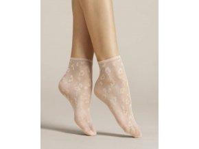 Dámske vzorované ponožky Doria 8 den, tenké, beztlakové, vzorované. Ponožky so zvieracím motívom v púdrovej farbe. Bez zosilnenej špičky. Ponožky sú jemnej púdrovej farby  s moderným leopardím vzorom tej istej farby.  tenké, beztlakové