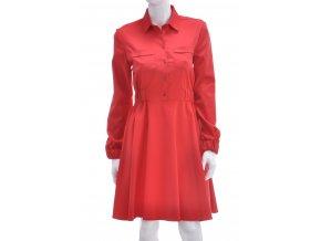 Červené šaty s áčkovou sukňou