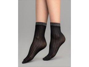 Dámske vzorované ponožky Jazz 60 DEN, Dámske 3D beztlakové ponožky s geometrickým vzorom. Ponožky sú čierne, hrubšie a majú horizontálny pruhovaný vzor v čiernej farbe. Bez zosilnenej päty a so zosilnenou špičkou. Ponožky sú ukončené patentom, ktorý je metalický, strieborno - čierny.