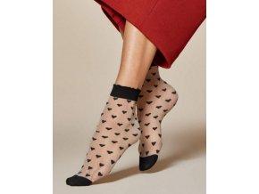 Dámske srdiečkové ponožky Jeunet 20 DEN, 78% polyamid, 12% elastan, 10% polypropylén,    Dámske priehľadné ponožky s pravidelným vzorom - srdiečka. Čierne ponožky s čiernym vzorom. Svetlo šedá farba ponožiek s čiernym vzorom. Čierne ponožky s červenými srdiečkami. Ponožky majú zosilnenú špičku.