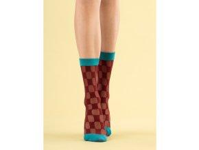 Dámske vzorované ponožky Chcek twice fiore 20 DEN, 60% polyamid, 5% elastan, 35% polypropylén, vzorované ponožky, geometrický vzor štvorce bordovej farby, ukončené tyrkysovou špičkou a tyrkysovým lemom,  univerzálna veľkosť one size