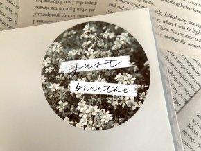 Nálepka: just breathe